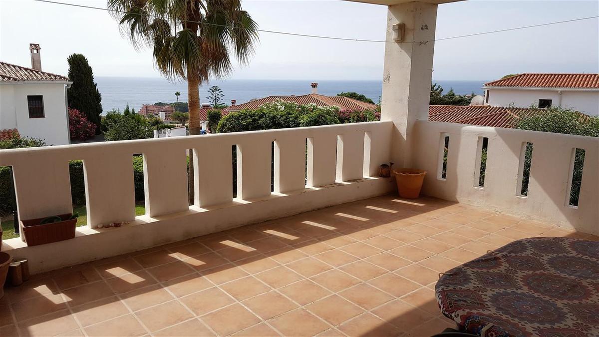 Middle Floor Apartment, La Duquesa, Costa del Sol. 2 Bedrooms, 2 Bathrooms, Built 78 m², Terrace 28 ,Spain