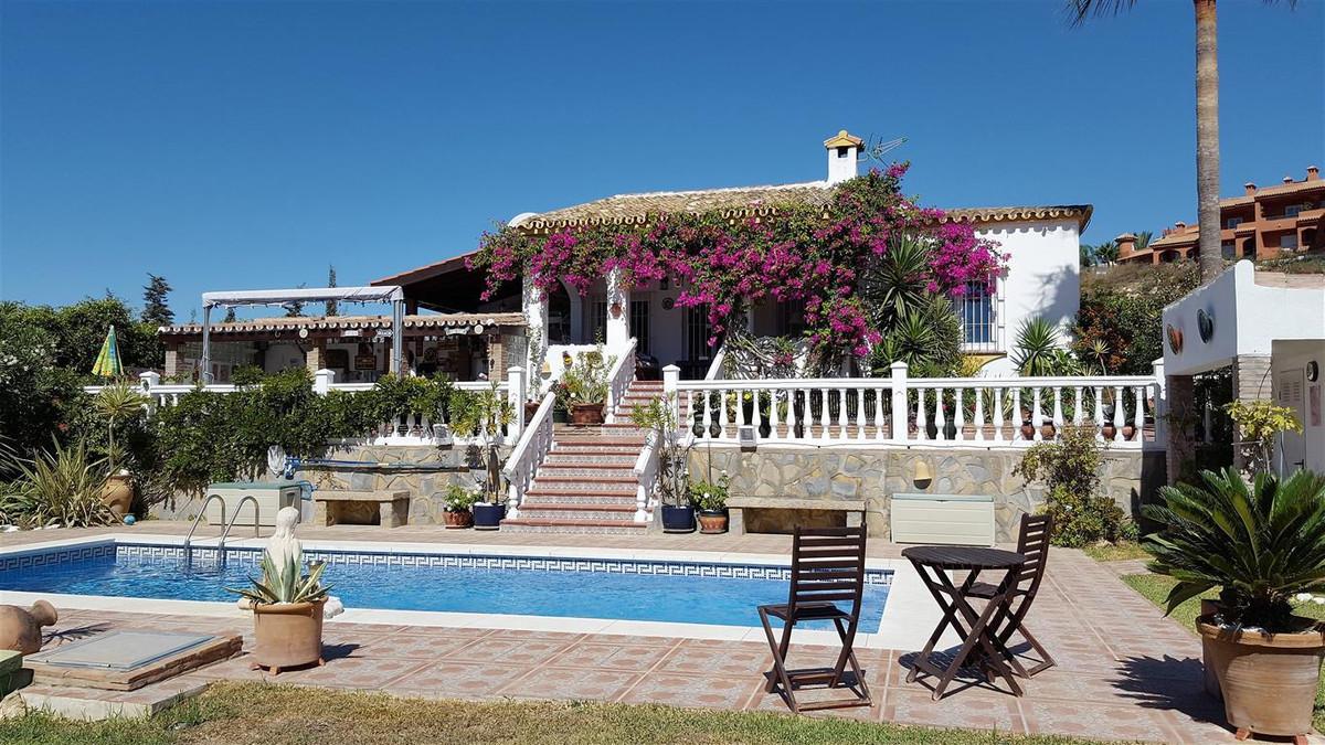Villa on 1 level (Bungalow) with south facing secluded garden.   Detached Villa, La Duquesa, Costa d,Spain