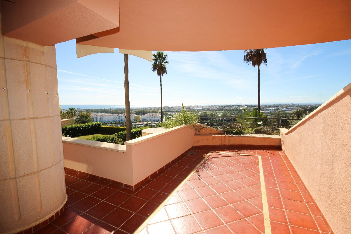 Nice two bedroom apartment in the exclusive Magna Marbella complex, set in the heart of the Nueva An,Spain