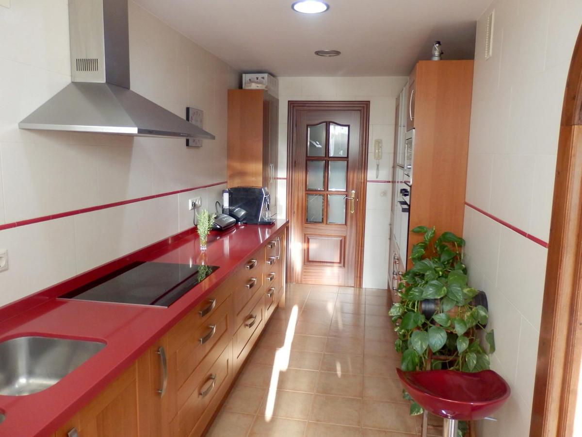 4 bedroom apartment in Fuengirola, 103m2, 2 complete bathrooms, walking distance to all amenities. G,Spain