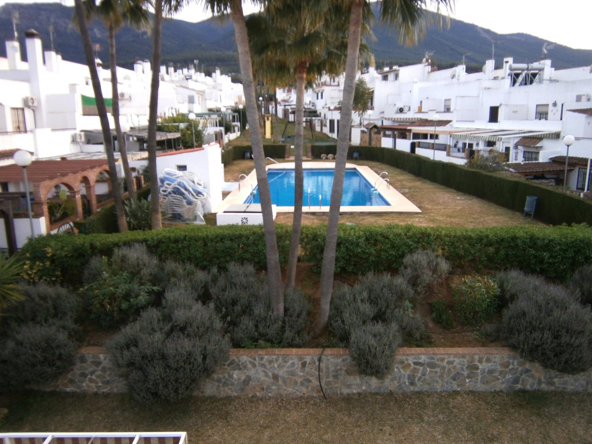 Townhouse in Alhaurin El Grande, consists of 3 bedrooms (it was 4 ) and 2 bathrooms. It is located i,Spain