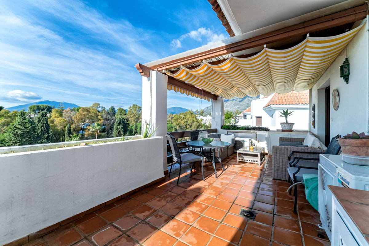 3 bedrooms penthouse  with fabulous views to the sea and la Concha Mountain. Located in tranquil are,Spain