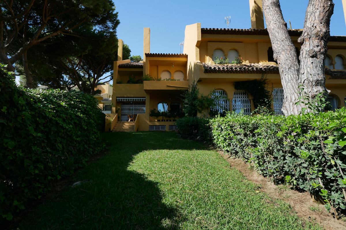 Maison mitoyenne en vente à Cabopino R3698861
