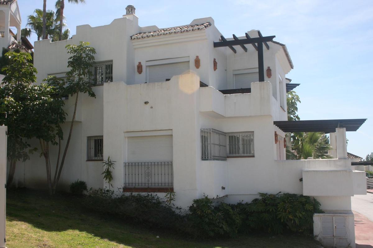 Maison Jumelée  Mitoyenne en vente   à Istán