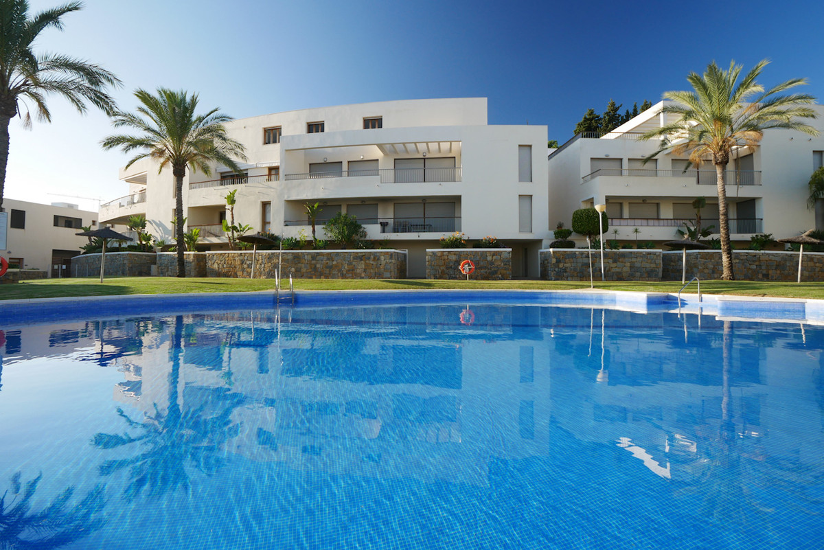 A great three bedroom apartment in a modern complex of large luxury apartments. This apartment is lo,Spain