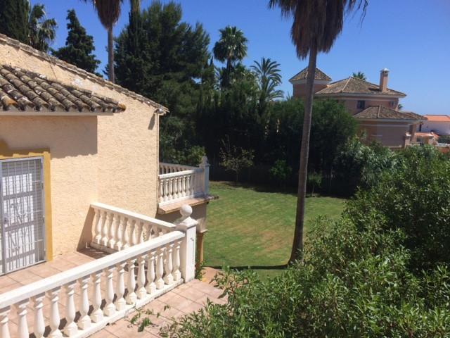 Villa con 4 Dormitorios en Venta El Rosario