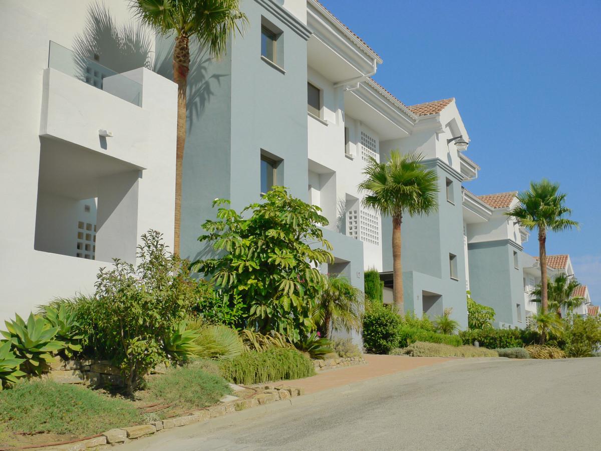 Apartment Middle Floor in Calanova Golf, Costa del Sol