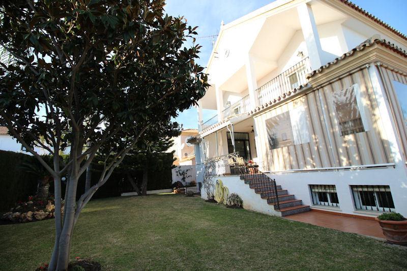 Villa  Detached for sale   in Las Chapas