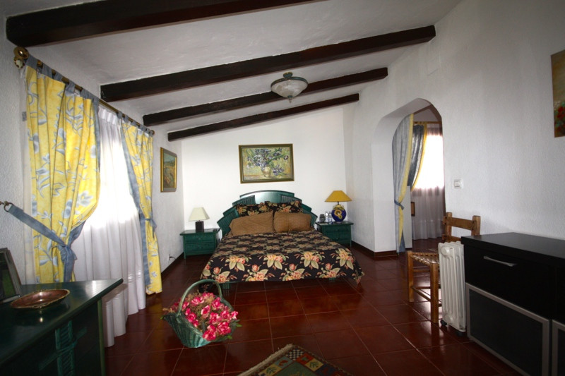 Villa con 6 Dormitorios en Venta Calahonda