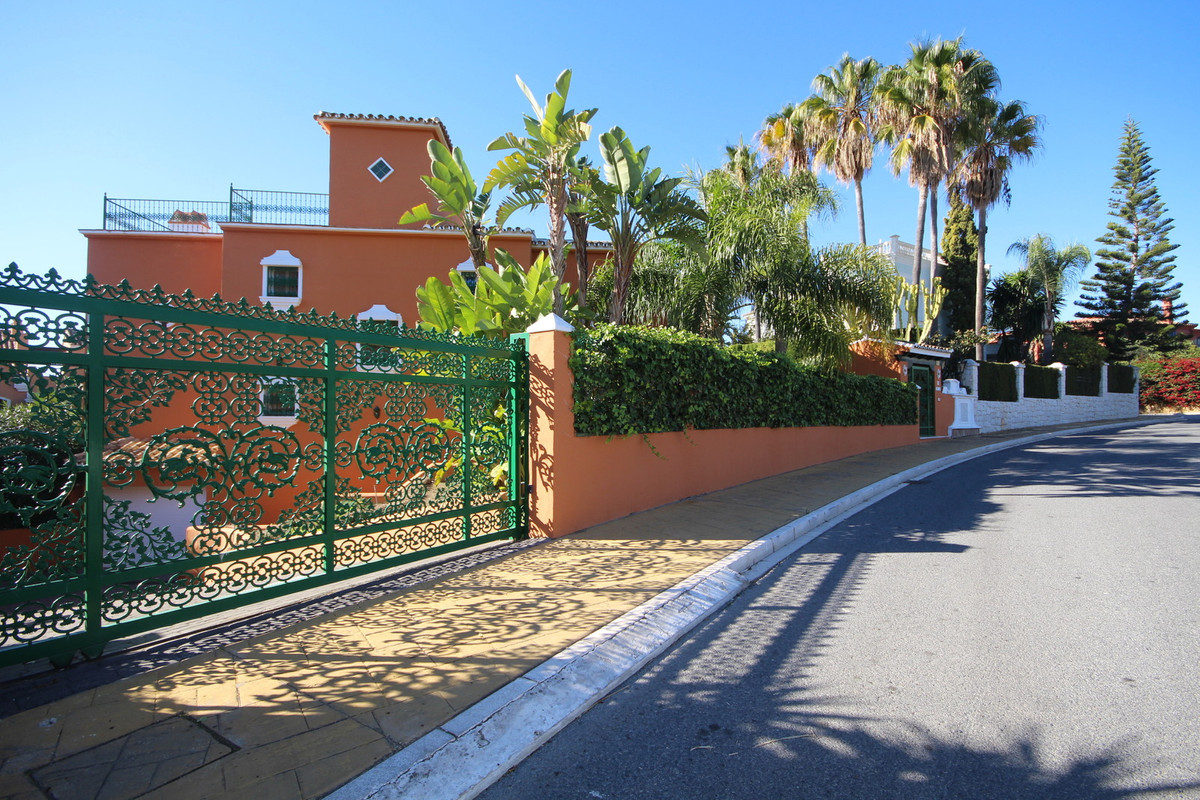 FABULOUS VILLA IN THE EXCLUSIVE BAHIA DE MARBELLA !!  OPPORTUNITY!! !! INCREDIBLE VIEWS TO THE SEA A,Spain