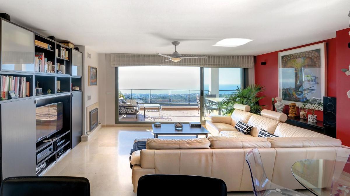Middle Floor Apartment in Calahonda R2904631