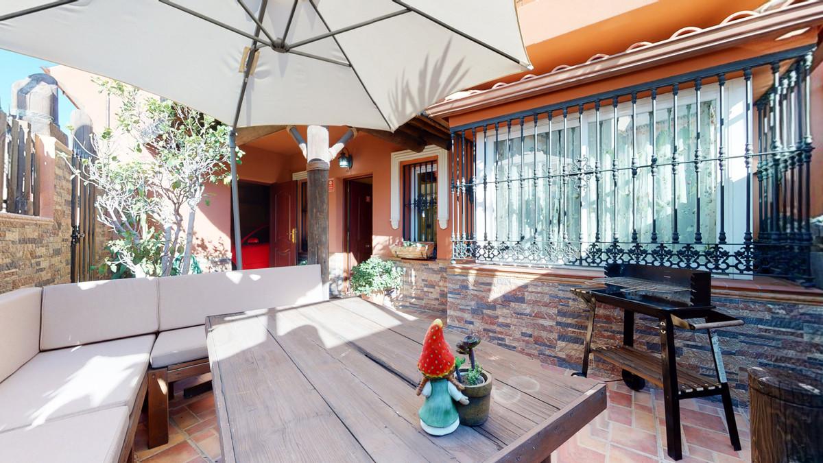 Townhouse, Fuengirola, Costa del Sol. 3 Bedrooms, 3 Bathrooms, Built 177 m².  Setting : Close To Sho,Spain