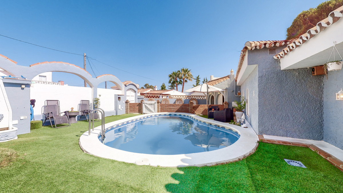 At an unbeatable price, and in a secure and quiet gated community, near Bello Horizonte, we are offe,Spain
