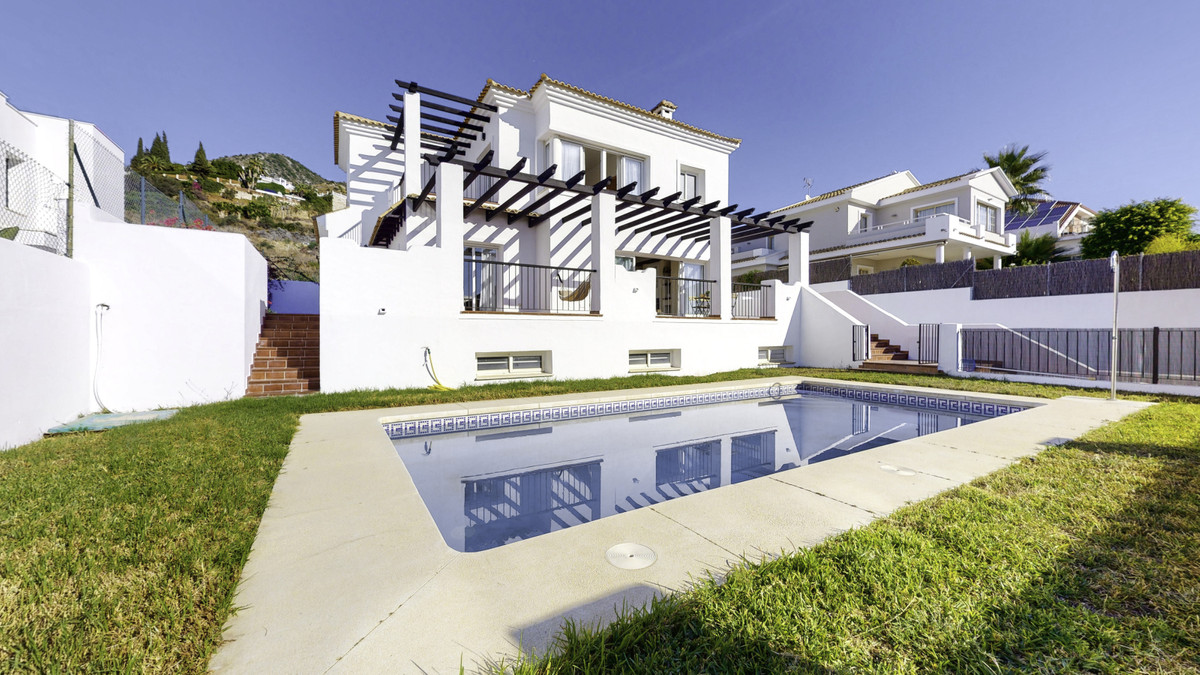 Super luxury villa in perfect conditions and qualities, in La Capellania, Retamar area - Benalmadena,Spain
