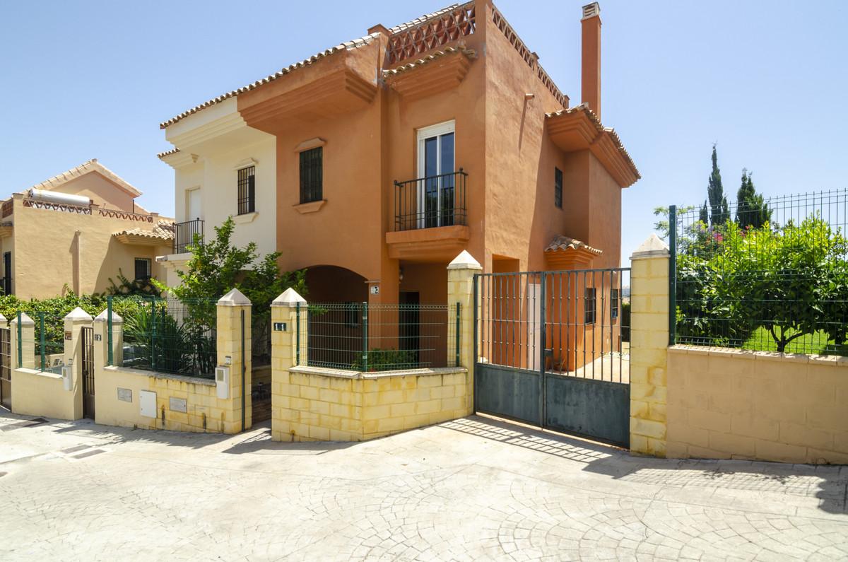 Semi-Detached House, Riviera del Sol, Costa del Sol. 3 Bedrooms, 2 Bathrooms, Built 174 m², Garden/P,Spain