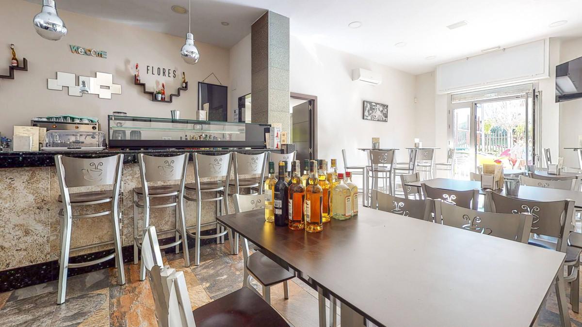 Bar, Malaga, Costa del Sol. Built 68 m².  Setting : Town, Close To Schools. Orientation : East, West,Spain