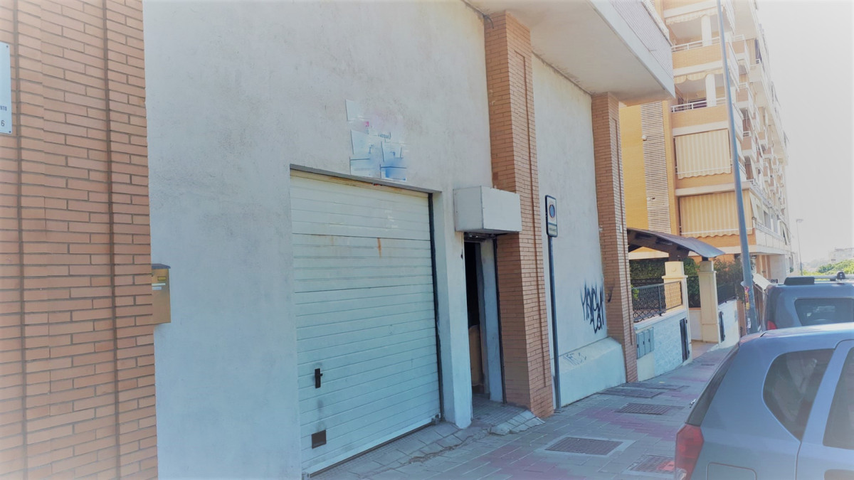 GREAT OPPORTUNITY!    Large commercial premises of 185m2 in Teatinos, Torres Atalaya area.  It is a ,Spain