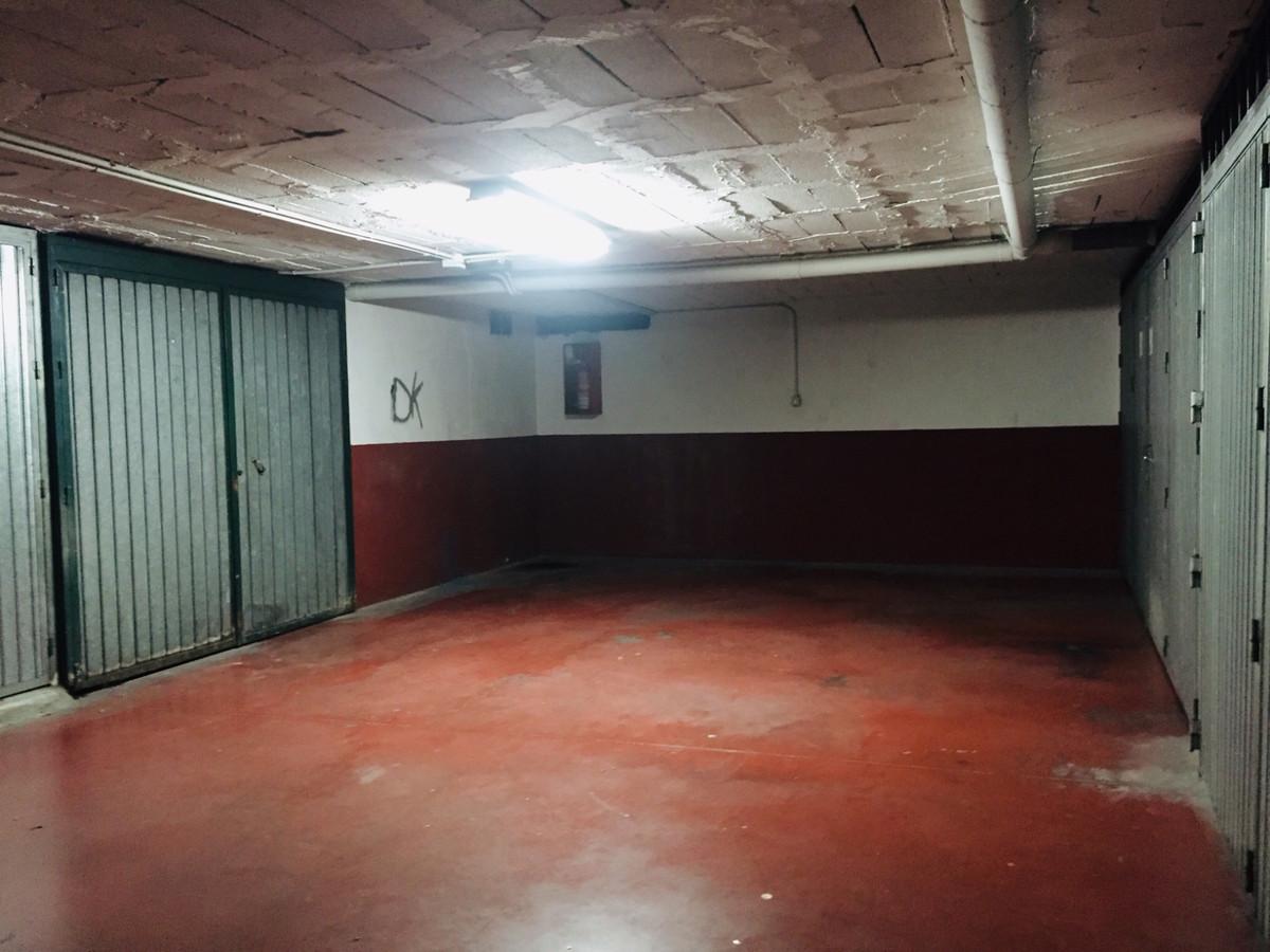 Garage, Fuengirola, Costa del Sol. Built 46 m².  Setting : Town, Close To Shops, Close To Schools. C,Spain