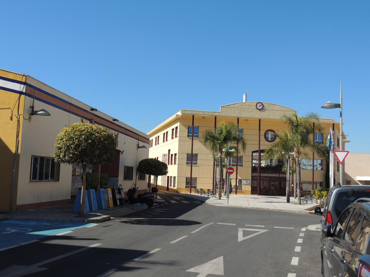 Commercial Premises, Alhaurin de la Torre, Costa del Sol. Built 98 m².  Setting : Village, Mountain ,Spain