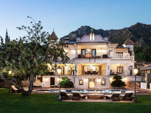 12 Bed Villa For Sale in Sierra Blanca