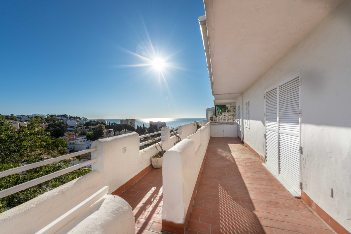 Nice apartment with two bedrooms and two bathrooms, in a gated community with pool and sea views, cl,Spain