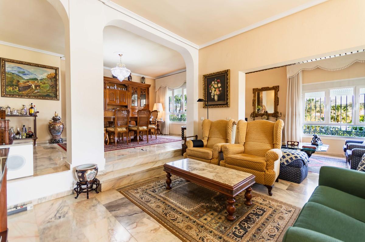 Villa con 7 Dormitorios en Venta Torremolinos