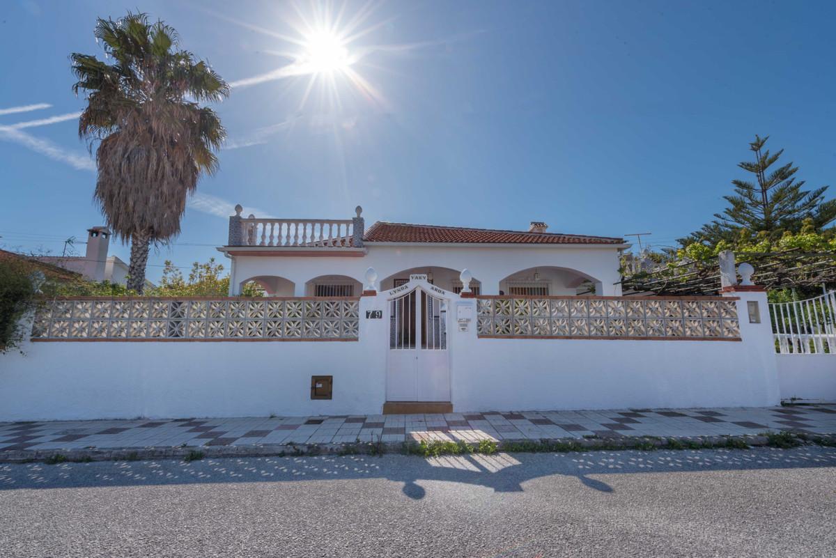 Detached Villa, Alhaurin de la Torre, Costa del Sol. 2 Bedrooms, 2 Bathrooms, Built 197 m², Terrace ,Spain