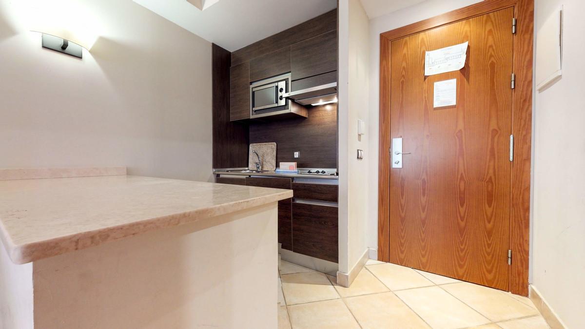 APARTMENT IN APART-HOTEL GESTION UNTIL 2023 - IDEAL INVERSORES Apartment in Benahavis area Bel air, ,Spain