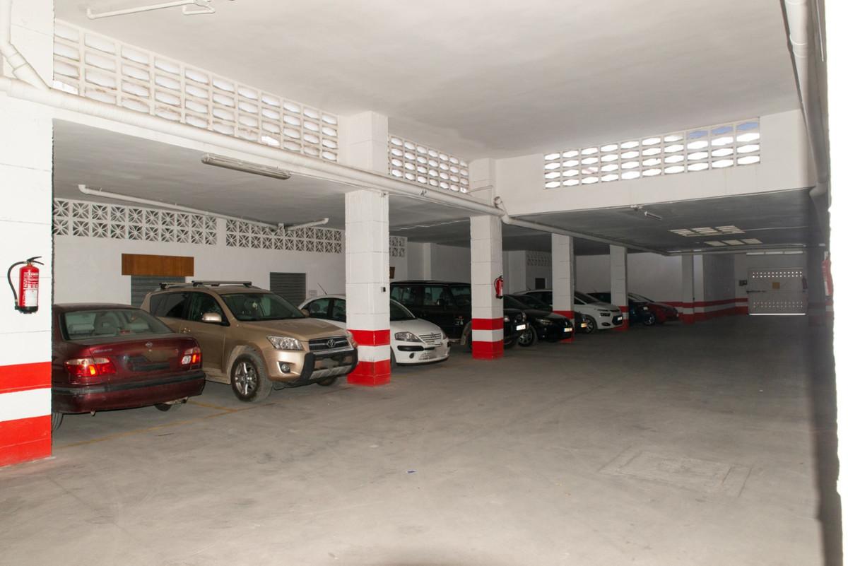 Parking space in teatinos, floor -2, very wide,Spain