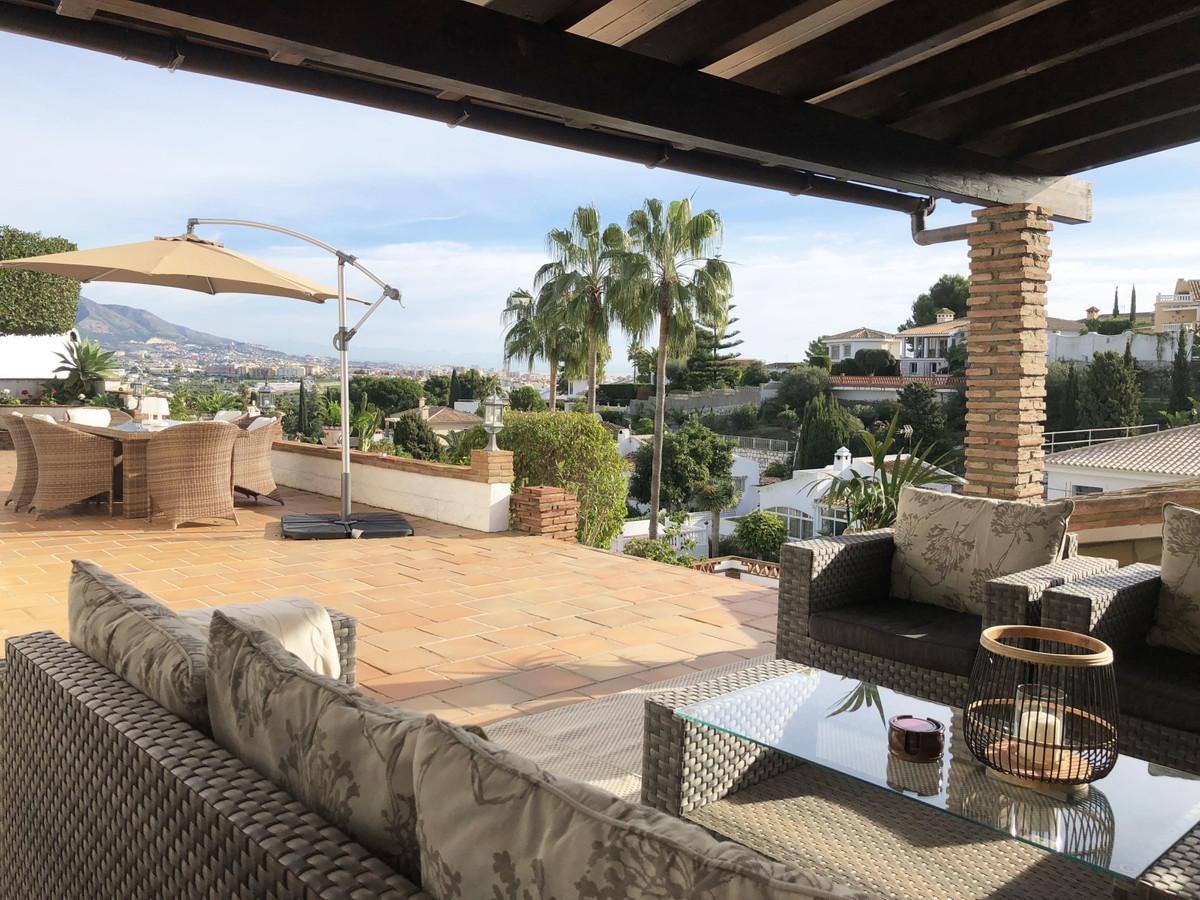 Wonderful villa in top conditions in Cerros de Aguila with fantastic views towards Fuengirola. There,Spain
