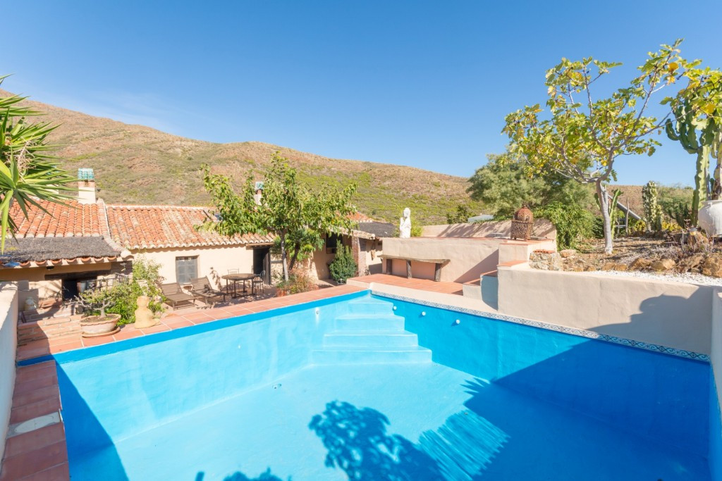 Beautiful Finca on one floor with separate guest accommodation and beautiful views of the Rio de Oje,Spain