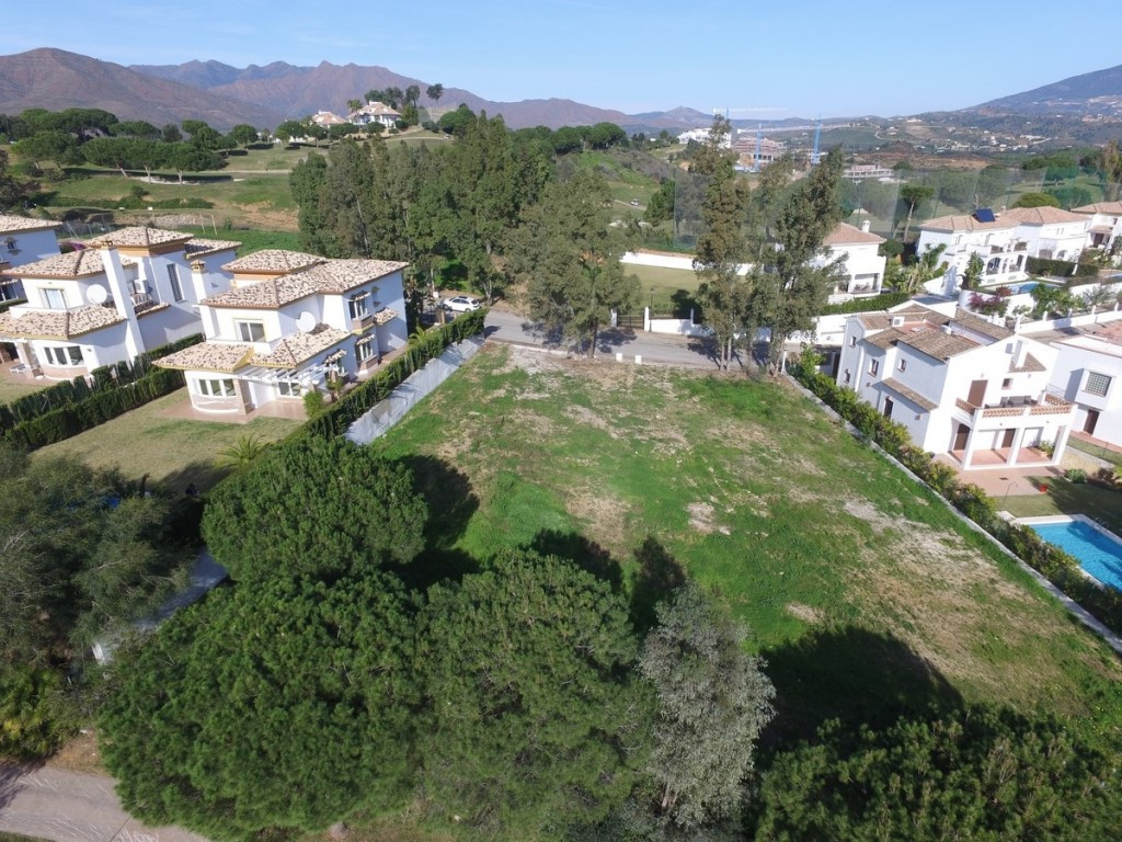 Large and flat plot situated on the frontline golf of the urbanization of Cala Golf.  The plot has e,Spain