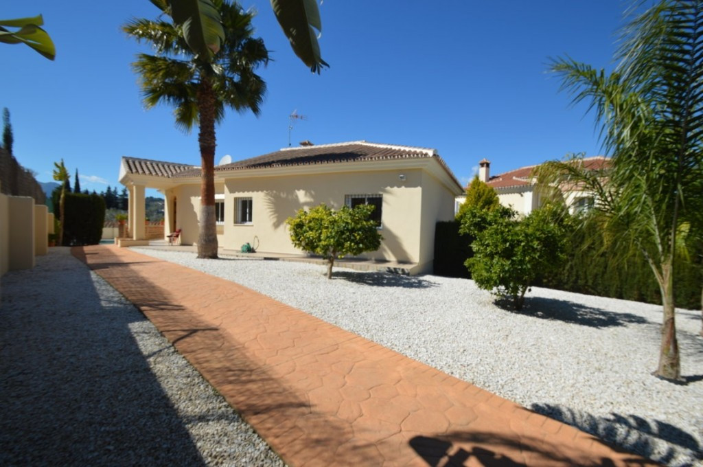 House in Alhaurín el Grande R2612201 3