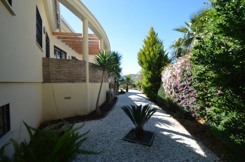 House in Alhaurín el Grande R2612201 31