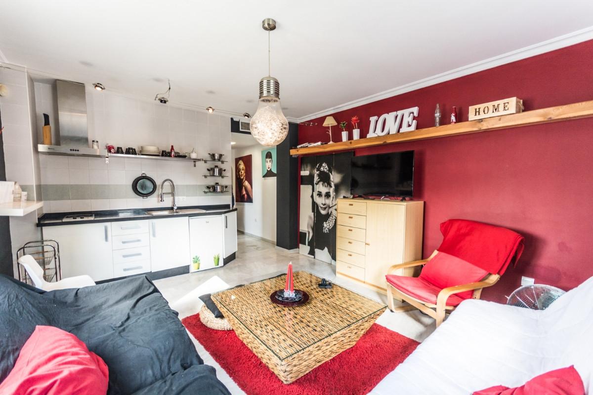 Middle Floor Apartment for sale in Las Lagunas R3278668