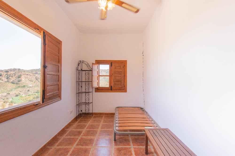Villa con 4 Dormitorios en Venta Guaro