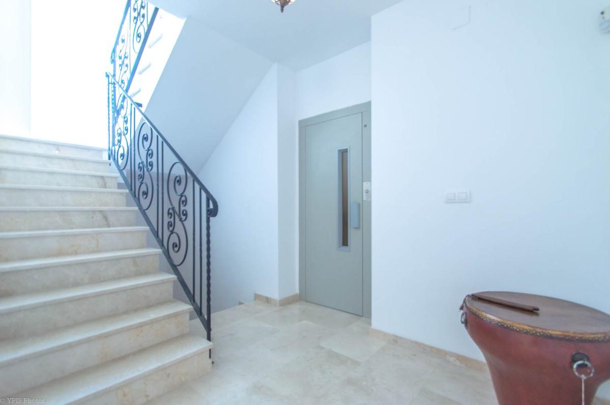 House in Torrequebrada R3265798 10