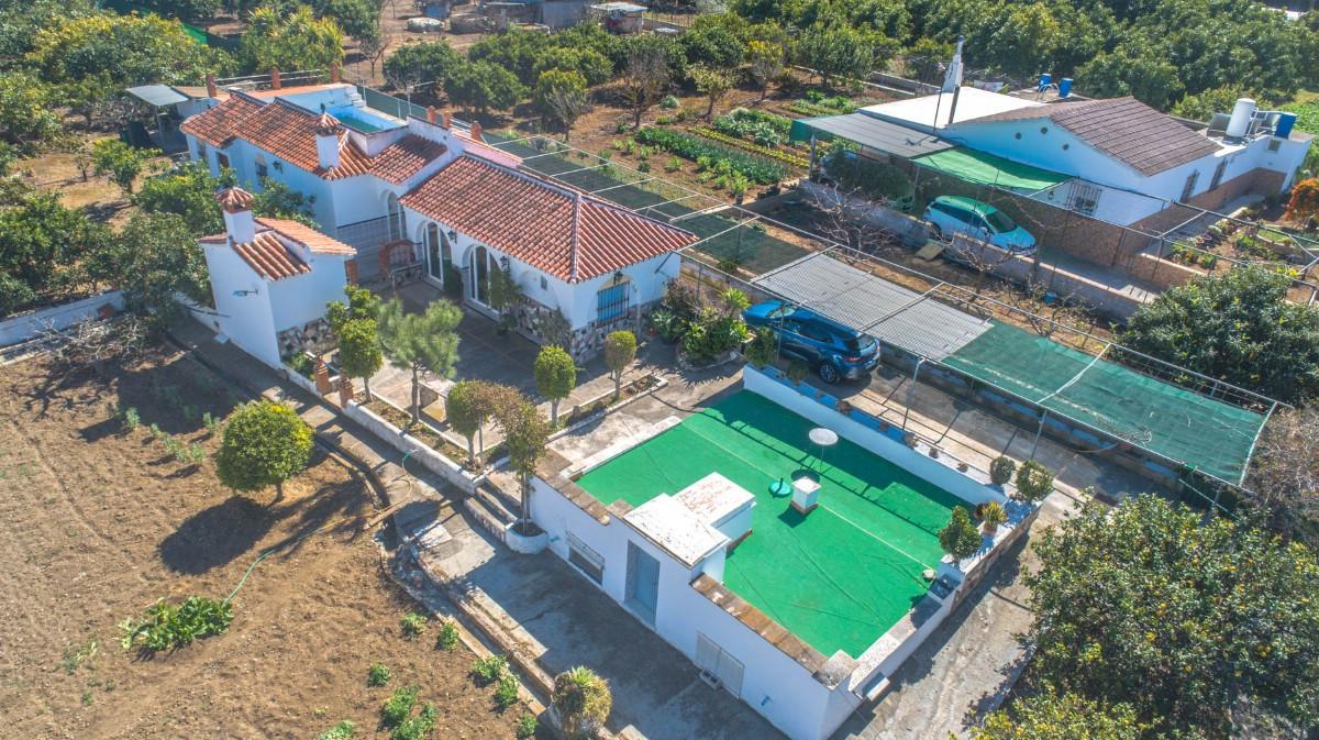 Gård/hus på landet i Alhaurín de la Torre R3029312