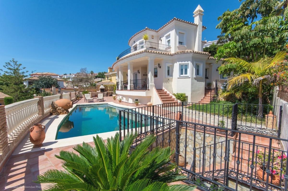 Detached Villa in Benalmadena R2899145