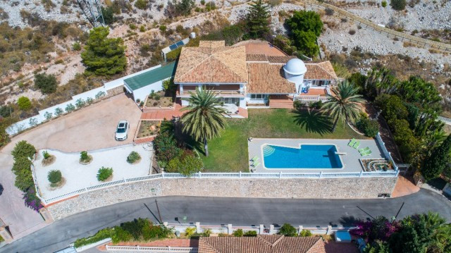 OPPORTUNITY!!  RECENT REDUCTION 1.295.000€ TO 999.000€!! Highly recommended to visit the Villa very ,Spain