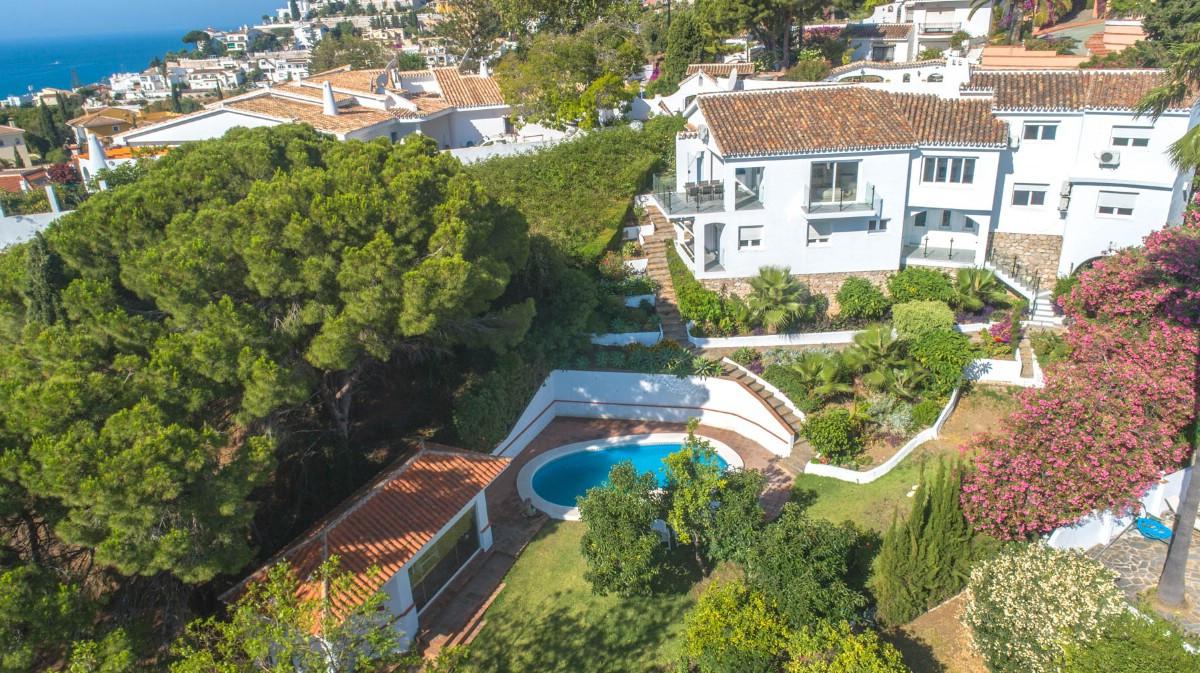 Five bedrooms/ four bathrooms Villa, located in a quiet urbanization of Benalmadena Costa. Ideal for,Spain