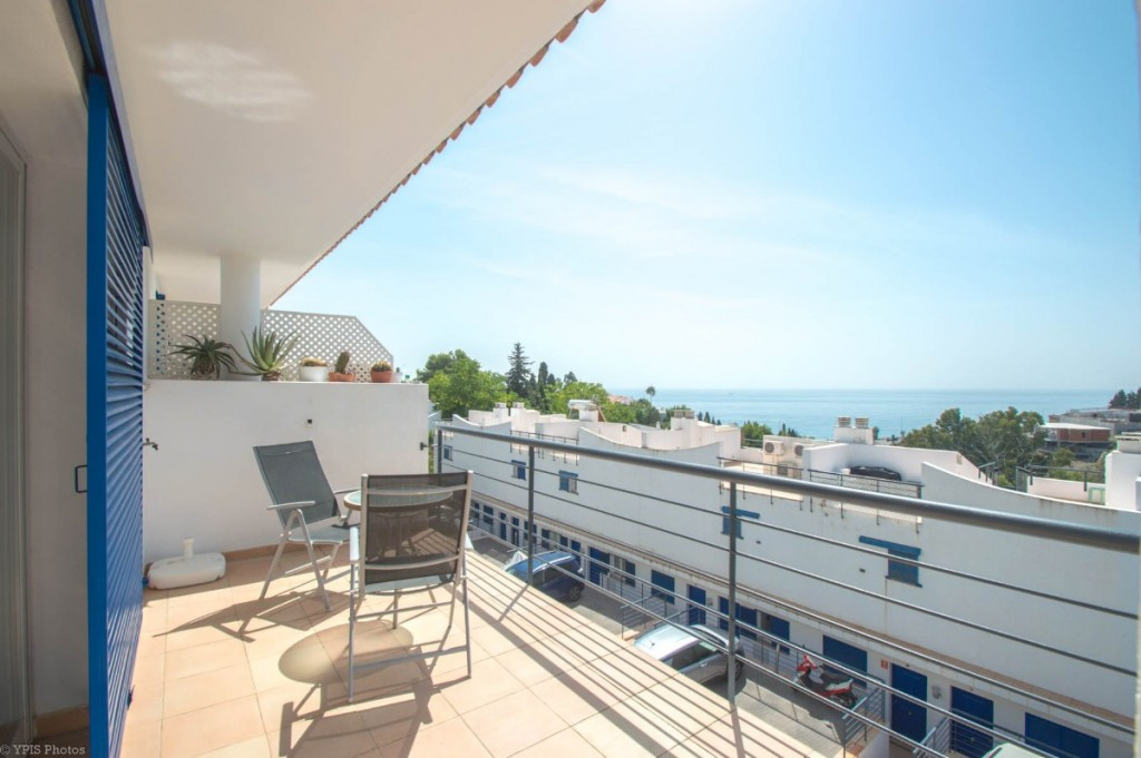 Precioso adosado en esquina con 3 amplias terrazas soleadas y con vistas al mar situado a muy corta ,Spain