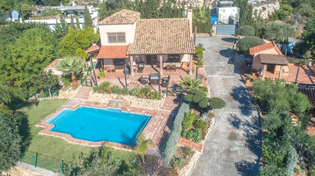 Beautiful Finca with panoramic sea views, mountains and countryside with guest house located on the ,Spain