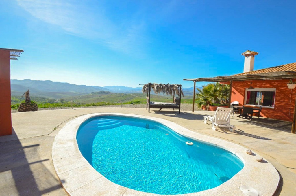 Beautiful Finca with a large plot and panoramic views !!  It is distributed on a single floor as fol,Spain