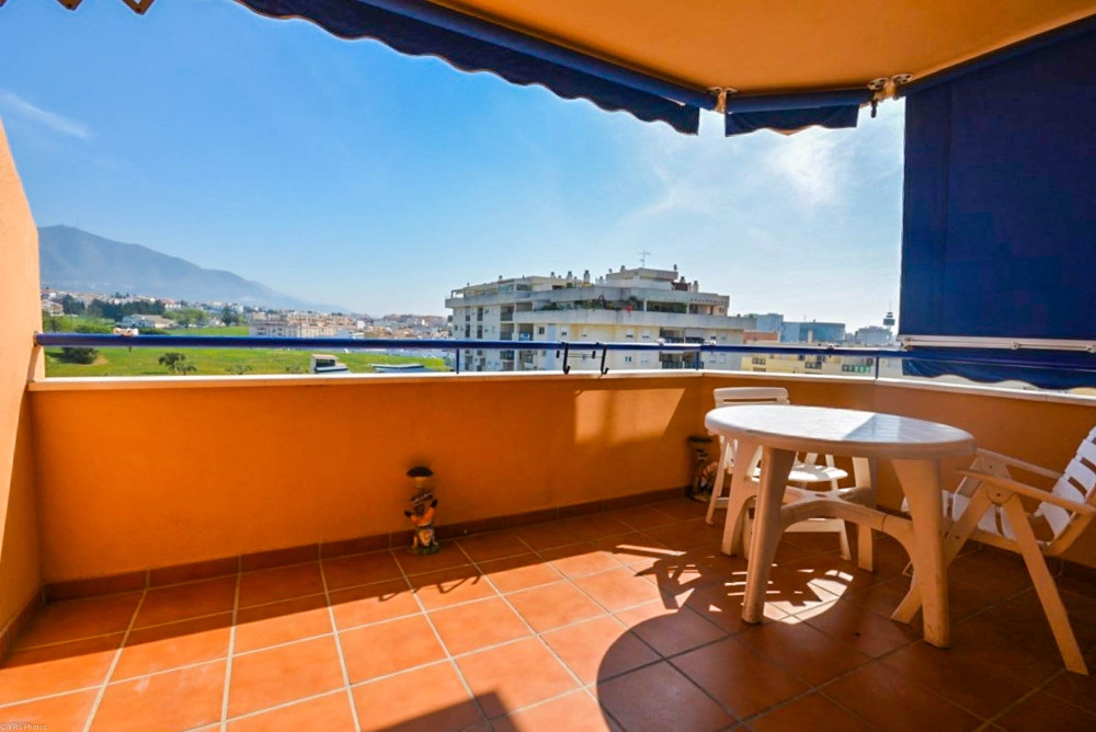 Opportunity!!  Apartment located in Las Lagunas area next to all amenities such as bars, supermarket,Spain