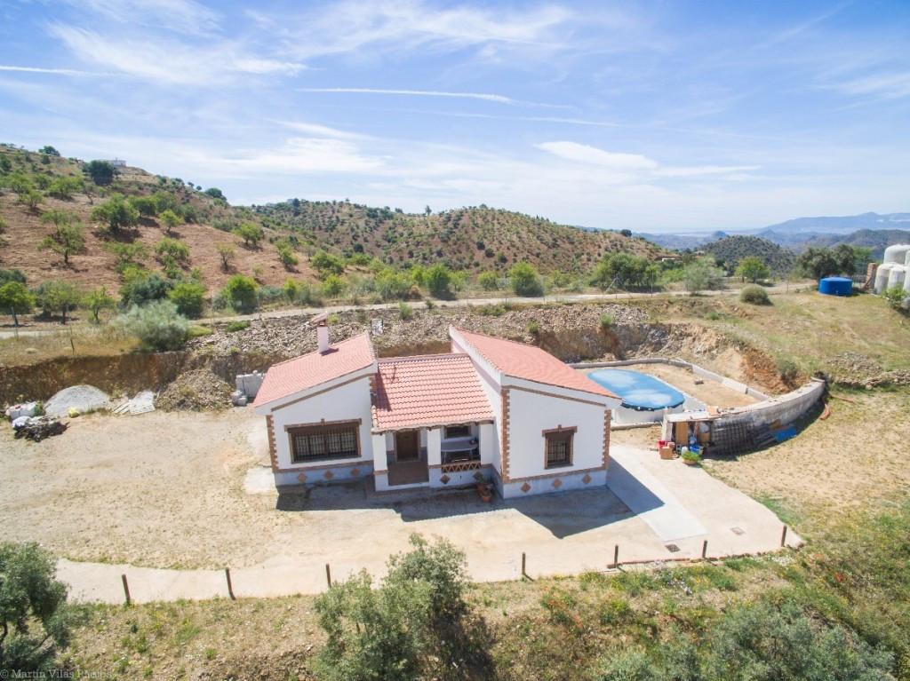 Finca - Cortijo for sale in Almogía R2915414