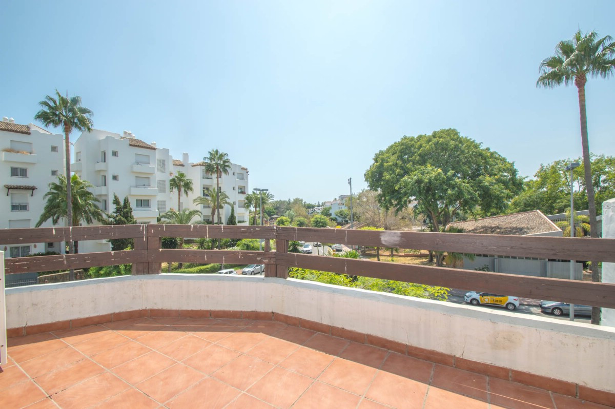 Middle Floor Apartment for sale in Costalita