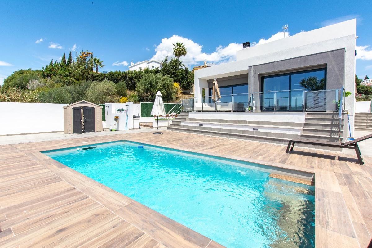 Detached Villa in Mijas Costa R3417646