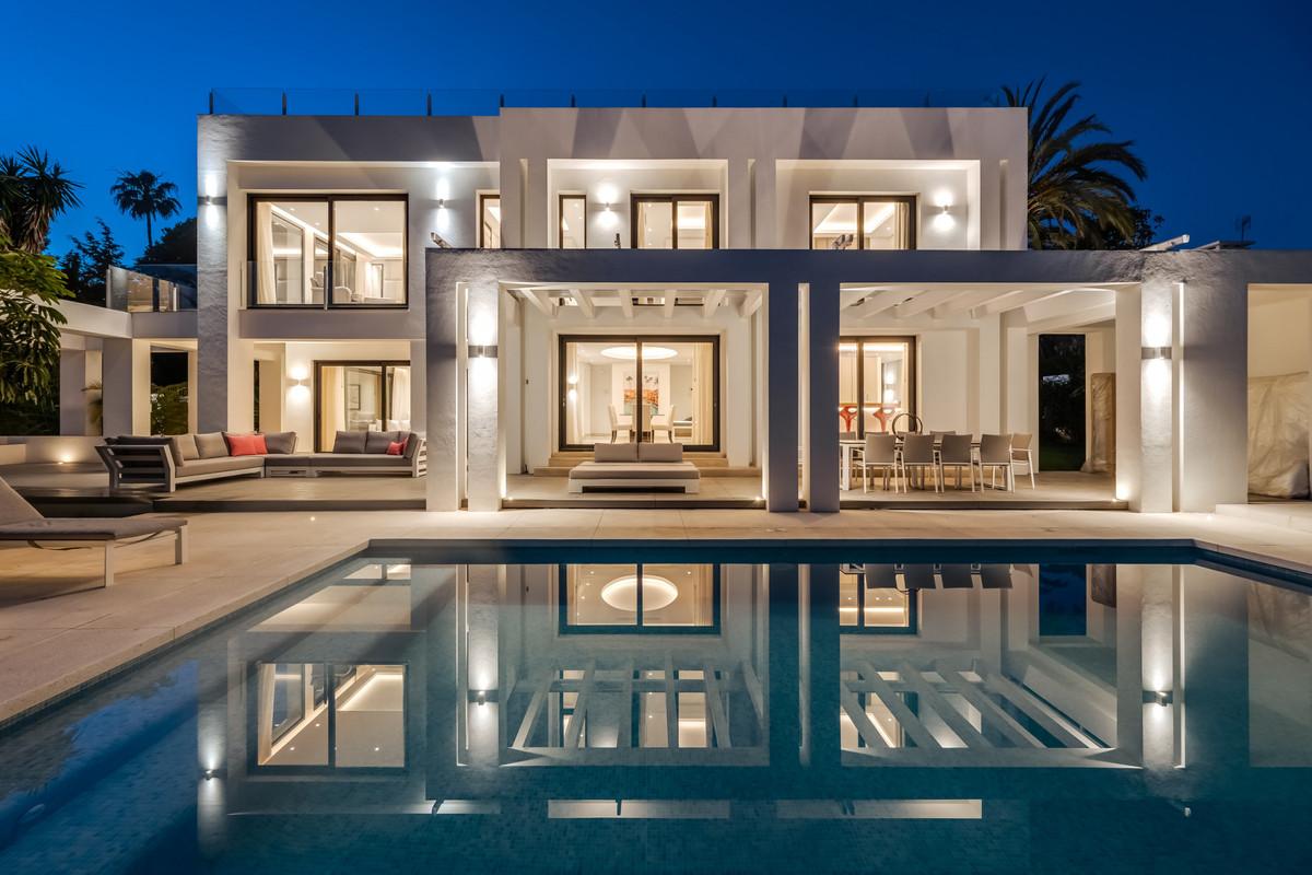 Detached Villa for sale in The Golden Mile R3946297