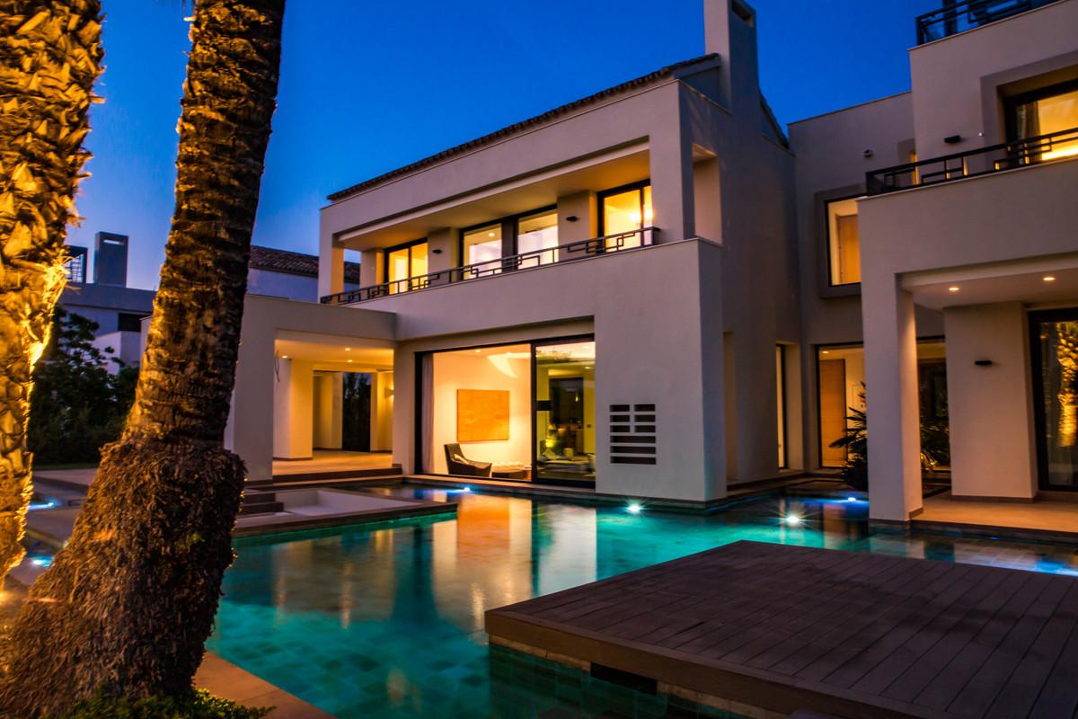 Detached Villa for sale in Guadalmina Baja R3454555